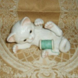 Ceramic Cat Figurine Playing With Thread Vintage